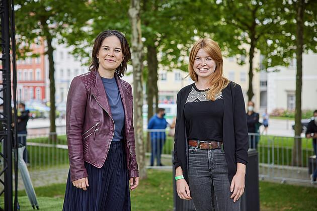 Bundestagsdirektkandidatin für den Wahlkreis Rottal-Inn, WK 230 Marlene Schönberger mit Annalena Baebock. - Foto: Tobias Köhler