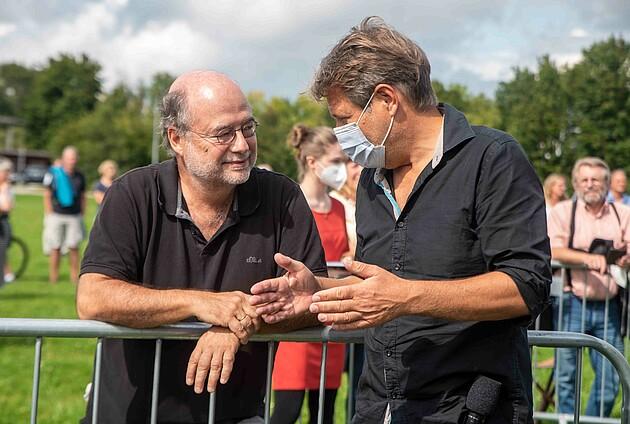 Robert Habeck im Gespräch mit dem ehemaligen Landesvorsitzenden der Grünen Bayern Eike Hallitzky - Foto: Schoyerer