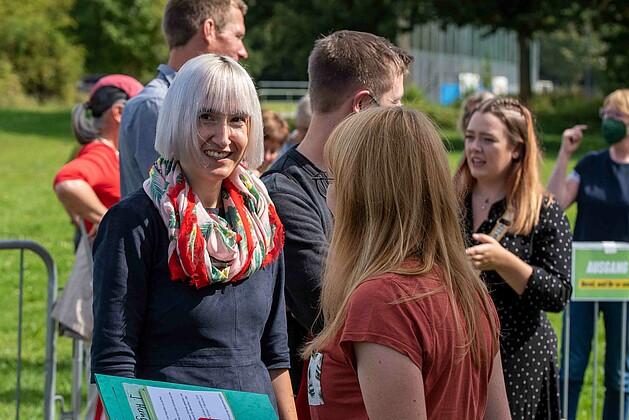 Stefanie Auer - Bundestagsdirektkandidatin für den Wahlkreis 229 Passau im Gespräch mit Marlene Schönberger - Foto: Schoyerer