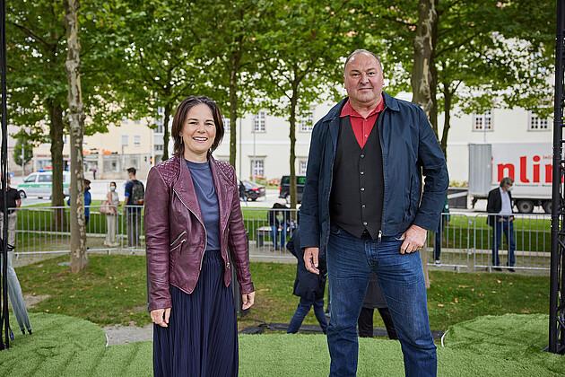 Annalena Baerbock mit MdB und Bundestagsdirektkandidat für den Wahlkreis Straubing/Regen Erhard Grundl. - Foto: Tobias Köhler