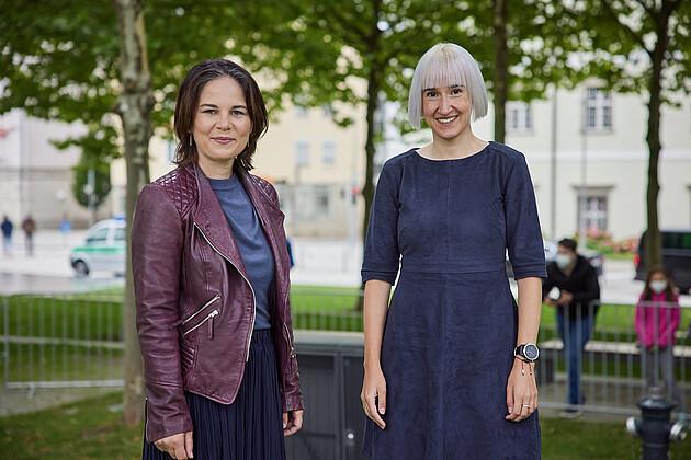 Bundestagsdirektkandidatin für Passau Stadt/Land Stefanie Auer mit Annalena Baerbock Foto: Tobias Köhler